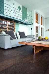 Mit Korkboden wird jedes Wohnzimmer zur Wohlfühl-Oase. Foto: APCOR/akz-o